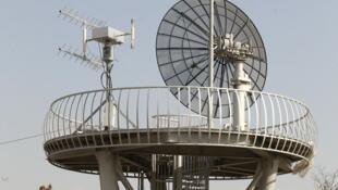 نمایی از یک دیش ماهوارهای نصب شده در ایستگاه البرز واقع در ماهدشت، ۶۰ کیلومتری غرب تهران