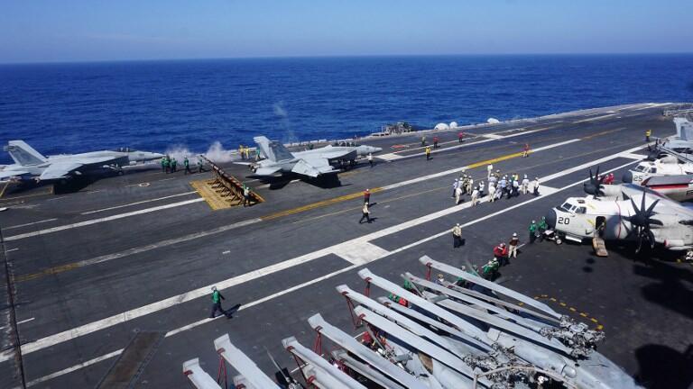Phi đội không quân trên tàu sân bay USS Carl Vinson hoạt động tuần tra trong vùng Biển Đông hôm 14/02/2018.