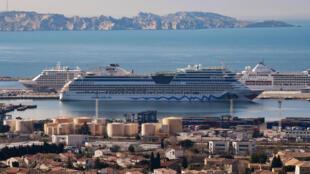 Des navires de croisière sont à quai depuis un an et des pics de pollution se font sentir sur la rade de Marseille (image d'illustration).