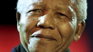 Nelson Mandela à Londres en 2001.