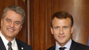 Le président français Emmanuel Macron et le directeur général de l'Organisation mondiale du commerce, Roberto Azevedo, le 30 mai 2018 à Paris.