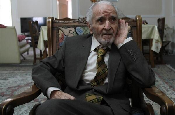 انور خامهای، از بنیانگذاران حزب تودۀ ایران، اقتصاددان، نویسنده، روزنامه نگار و مترجم ایرانی که در روز سه شنبه ٢٩ آبان ١٣٩٧ در کرج درگذشت