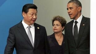 Dilma Rousseff entre o presidente chinês, Xi Jinping, e o americano, Barack Obama.