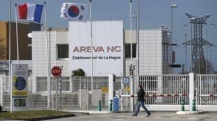 Fachada de fábrica da Areva, em La Hague, no oeste da França.