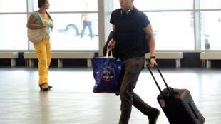 Samir Nasri à l'aéroport de Donetsk en partance pour Paris, le 24 juin 2012.
