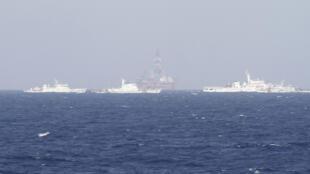 Giàn khoan dầu nổi của Trung Quốc HD-981 được kéo vào hoạt động trong vùng biển thuộc Việt Nam hôm 14/05/2014.