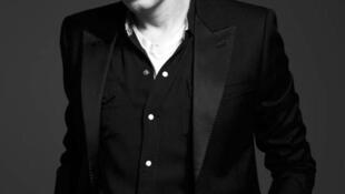 Hedi Slima ficou conhecido por transformar a silhueta masculina e pelo sucesso comercial de suas coleções.
