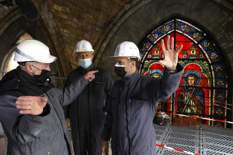 Эмманюэль Макрон посетил собор Нотр-Дам два года спустя после пожара 15 апреля 2021.