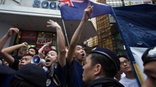香港亲民主派7.1游行要求普选和特区行政长官梁振英下台2013年7月1日。