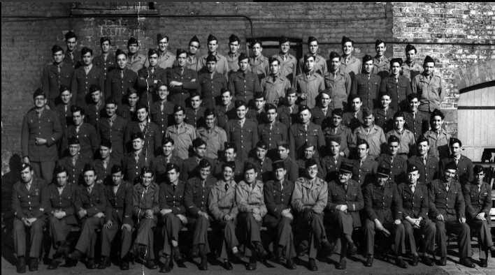 """""""La Nueve"""" llegó a la alcaldía de París a las 21H20 del 24 de agosto de 1944."""
