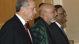 Shugabannin kasashen Turkiya da Afghanistan da Pakistan a lokacin da suke gudanar da taro don sasanta kansu