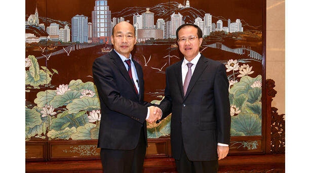 澳门中联办主任傅自应会见访澳的高雄市长韩国瑜,2019年3月24日。