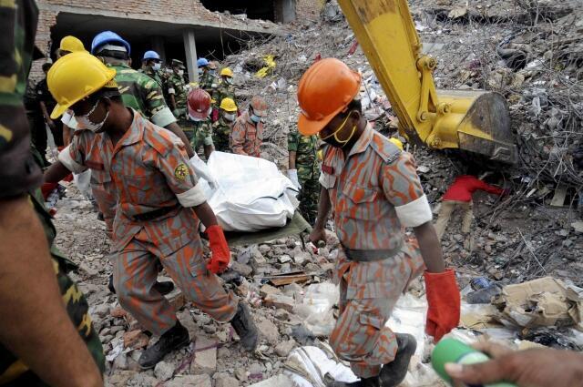 Les décombres de l'immeuble Rana Plaza, le 5 mai 2013, à Dacca.