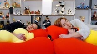 A manifestação do sono é diferente em homens e mulheres.