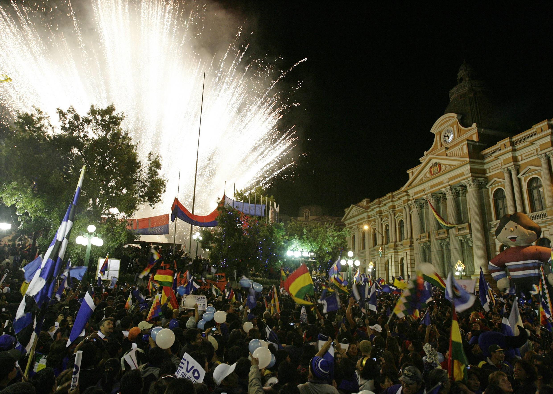 Les partisans de'Evo Morales fêtent sa ré-élection dans la ville de La Paz en Bolivie.