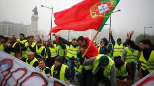 """Coletes amarelos"" protestam em Portugal"