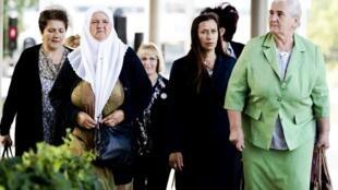 Asasi ya Akina mama wa Srebrenica, ambalo wanachama walikuwa mjini Hague Jumanne Juni 27 wamekata tamaa kufuatia uamuzi wa Mahakama ya Rufaa, ambayo imeinyoosheshe kidole cha lawama Uholanzi kuhusika kwa sehemu moja kwa vifo vya waislamu wa Bosnia1995 laki