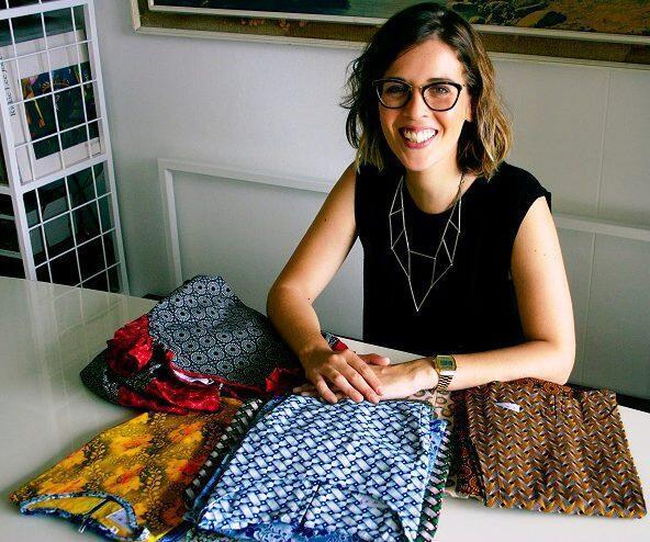 Júlia Franco no seu ateliê da Shwe, onde a designer brasileira faz a diferença na moda na África do Sul.