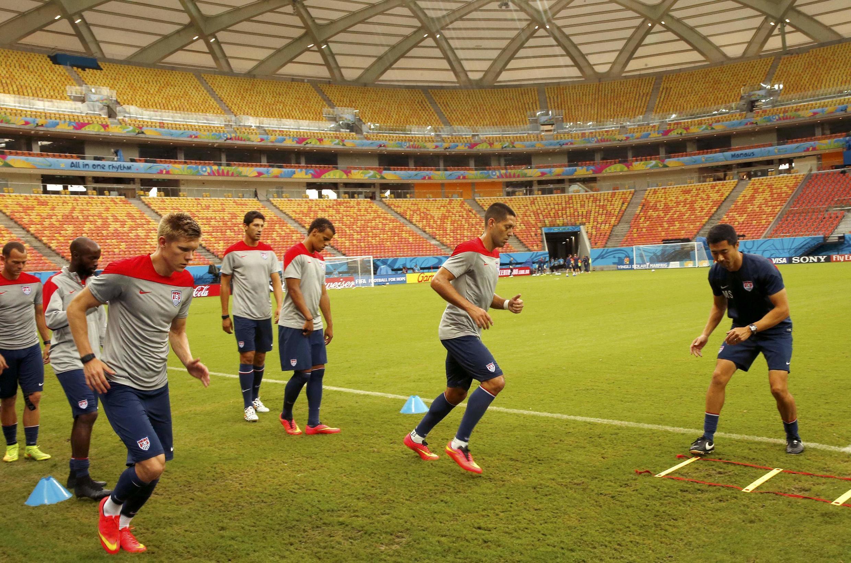 Đội tuyển Mỹ tập luyện trên sân Arena da Amazonia tại Manaus ngày 21/6/2014 chuẩn bị cho trraajn quyết định gặp Bồ Đào Nha.