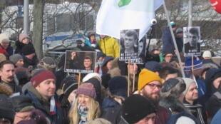 Петербургскую акцию памяти Бориса Немцова, по разным подсчетам, посетило от одной до трех тысяч человек