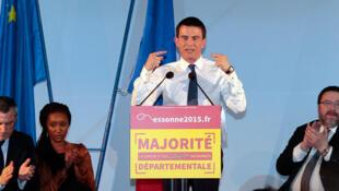 Le Premier ministre Manuel Valls en meeting à Evry dans l'Essonne, le 16 mars 2015.