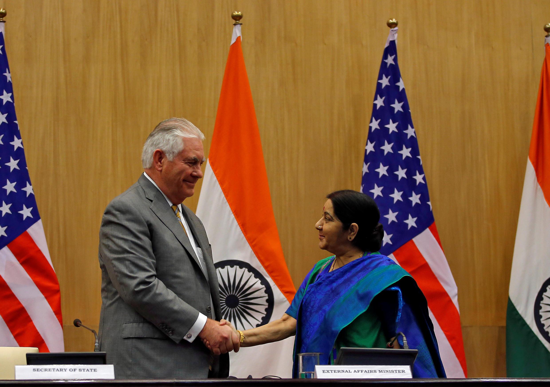 Ngoại trưởng Mỹ Rex Tillerson (T) và đồng nhiệm Ấn Độ Sushma Swaraj, New Delhi, 25/10/2017.