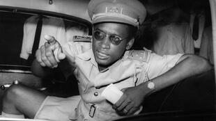 Le colonel Mobutu Sese Seko, surnommé le «Léopard de Kinshasa» le 16 septembre 1960. Secrétaire d'État du gouvernement indépendant de Patrice Lumumba, il mène le 24 novembre 1965 un coup d'État contre Joseph Kasa-Vubu, le premier président de la RD Congo.