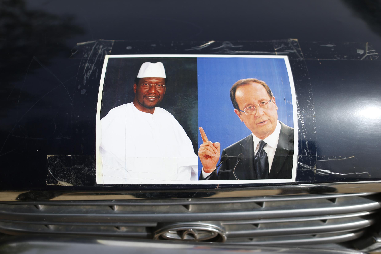 រូបថតរបស់លោកប្រធានាធិបតីម៉ាលី Dioncounda Traoré និងប្រធានាធិបតីបារាំងFrançois Hollande.