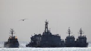 Patrulha da marinha sul-coreana aos arredores da ilha de Yeonpyeong, 28 de novembro de 2010.