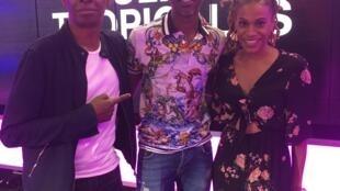 Claudy Siar, Florelle Manda et MHD dans les studios de RFI
