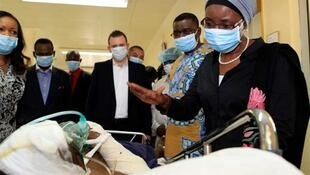 UN Deputy Secretary-General Asha-Rose Migiro (R) gestures to a man injured in the suicide attack on the U.N. headquarters, as she visits victims of the blast at the intensive care unit of the national hospital in Abuja