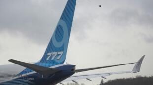 Fuertes vientos obligaron a Boeing otra vez a posponer el vuelo inaugural de su avión de larga distancia 777X el viernes.