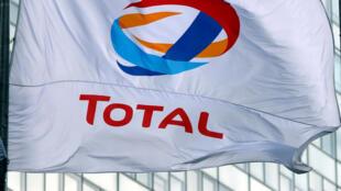مدیر عامل شرکت توتال در ماه مه ٢٠۱٨ اعلام کرد:  «ما قوانین آمریکا را اجرا میکنیم و مجبوریم ایران را ترک کنیم».