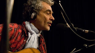 Daniel Melingo at the RFI studios