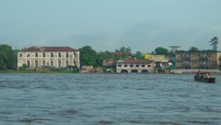 une vue de la rive gauche du fleuve Congo.