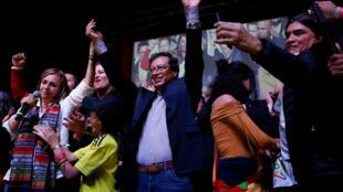 Con un 25% de los votos, Gustavo Petro pasó a la segunda ronda presidencial este domingo 27 de mayo.