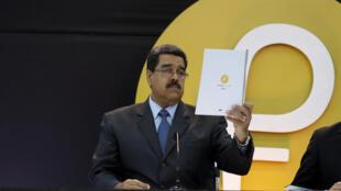 Le Président vénézuélien Nicolas Maduro compte toujours sur le petro pour tenter de contrer la crise économique. La cryptomonnaie avait été introduite le 20 février 2018.