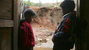 Comté de Chaxian. Des enfants empoisonnés au plomb par l'industrie environnante.(2007)