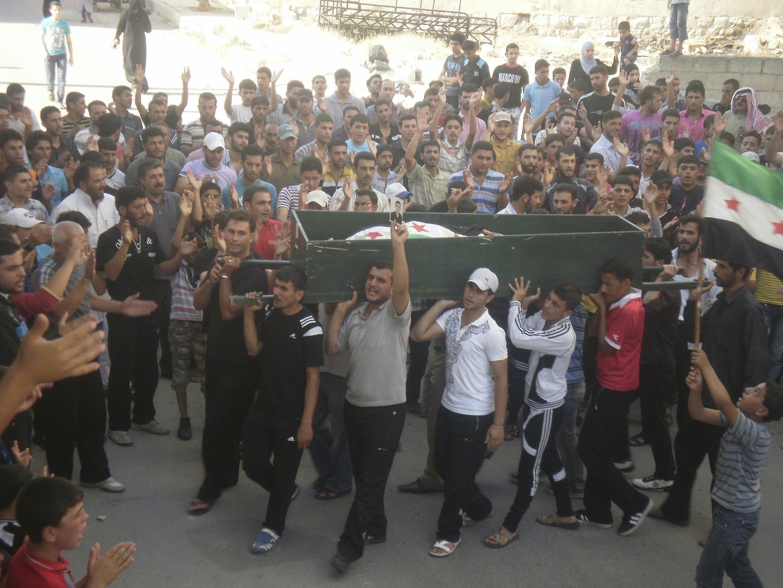 Enterro de vítimas civis na Síria. A ONG Human Right Watch denunciou a violação de direitos humanos na Síria.