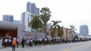 Fila diante de zona eleitoral em Miami, na Flórida, um estado decisivo nests eleições presidenciais americanas.
