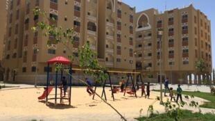 Le quartier Madinat Hamad de Khan Younis est un lotissement flambant neuf de 10 000 logements dans le sud de la bande de Gaza. Il porte le nom de l'ancien émir du Qatar, l'émirat en ayant financé la construction.