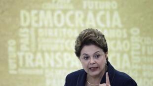 La presidenta Dilma Rousseff durante una conferencia de prensa en Brasilia, el 18 de noviembre de 2011.