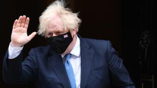 Le Premier ministre britannique Boris Johnson devant le 1à Downing Street, le 14 juin 2021 à Londres