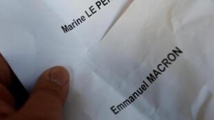 Marine Le Pen et Emmanuel Macron sont arrivés en tête du premier tour de l'élection présidentielle française, le 23 avril 2017.
