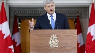 Le Premier ministre conservateur sortant Stephen Harper annonce à la presse dissolution de la Chambre. Ottawa, le 2 août 2015.