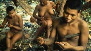 Los indios Nukak viven en las regiones tropicales del sudeste colombiano.