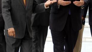 Дэвид Кэмерон посещает предприятие Infosys в Бангалоре в сопровождении президента компании Нараяна Мурти