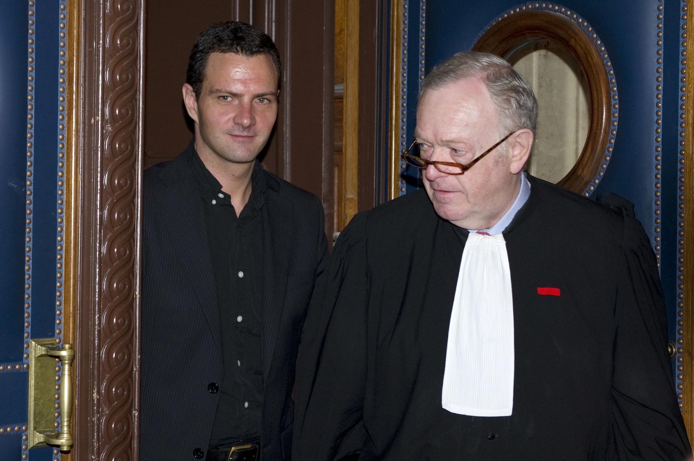 Жером Кервьель со своим адвокатом Оливье Мецнером в здании суда