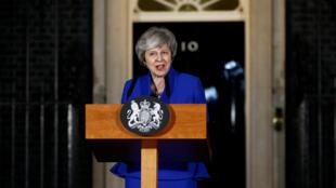 """A apenas 72 dias da saída prevista da União Europeia (UE), o governo de Theresa May envia uma mensagem """"Todos devemos trabalhar construtivamente juntos""""."""