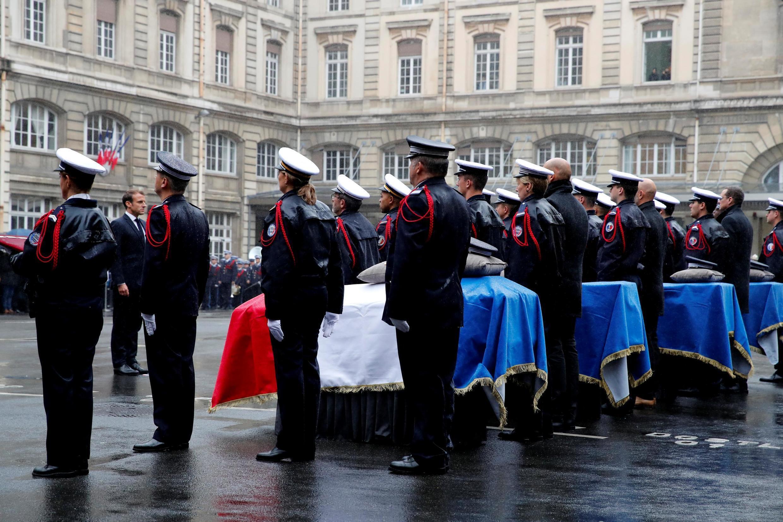 Emmanuel Macron homenageou quatro polícias assassinados em Paris a 8 de Outubro de 2019.